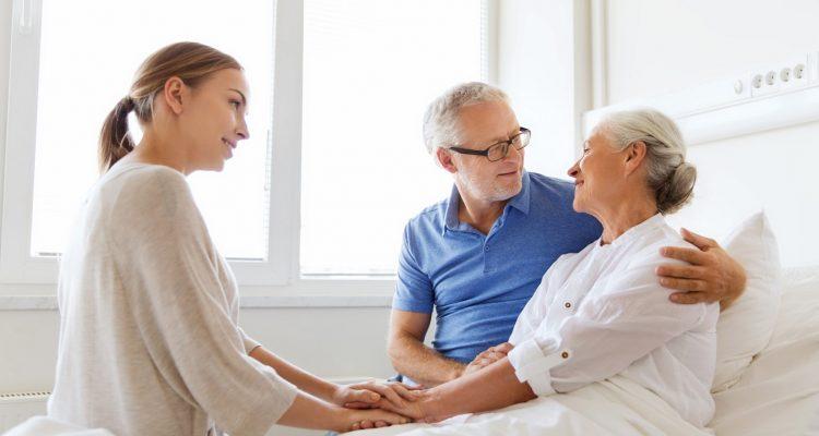 Os riscos da internação hospitalar no idoso